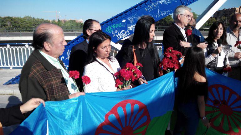 Celebración del Día Internacional del Pueblo Gitano junto al río Ebro