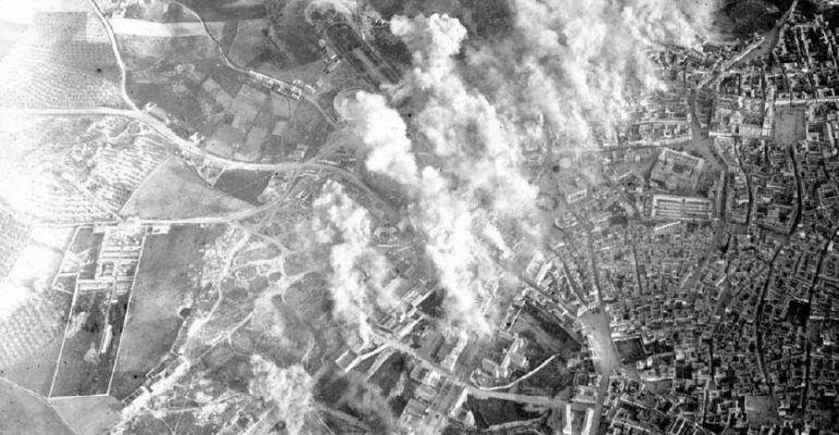 Imagen aérea del bombardeo de la capital.