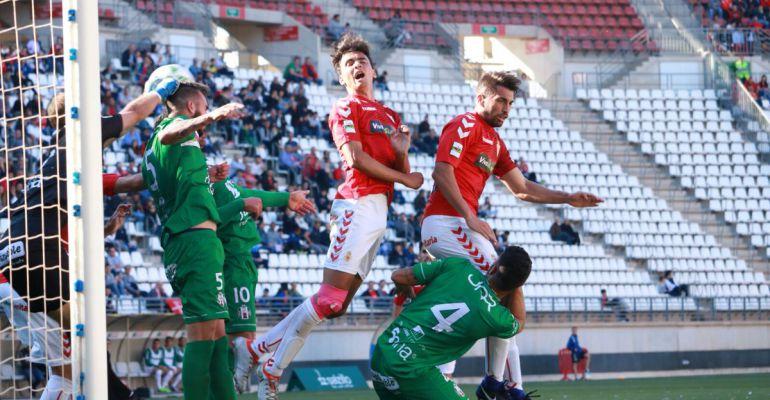 Jugadores del Atlético Mancha Real y del Real Murcia durante el partido disputado el pasado domingo.