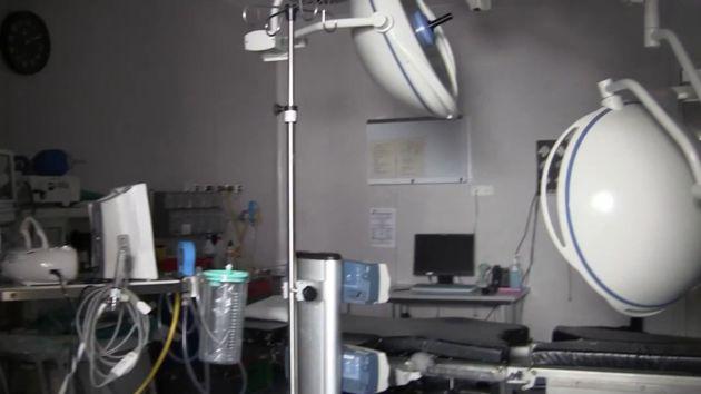 Otro de los quirófanos sin personal ni pacientes en el mismo centro sanitario de Benalmádena