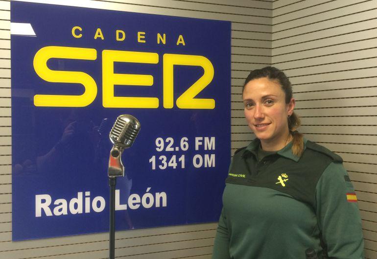 Yohana Alonso en los estudios de Radio León