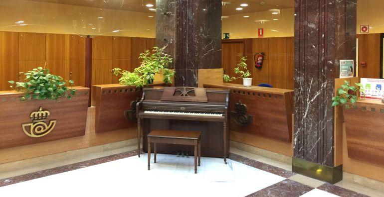 Piano los pianos inundan la ciudad radio bilbao for Oficina de correos bilbao