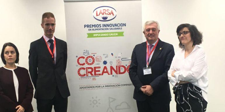 José Armando Tellado (2º izda), director general de Capsa Food, presentando los premios