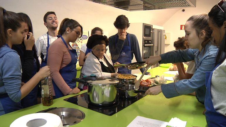 Talleres de cocina para jovenes estudiantes en el centro for Cocina de investigacion