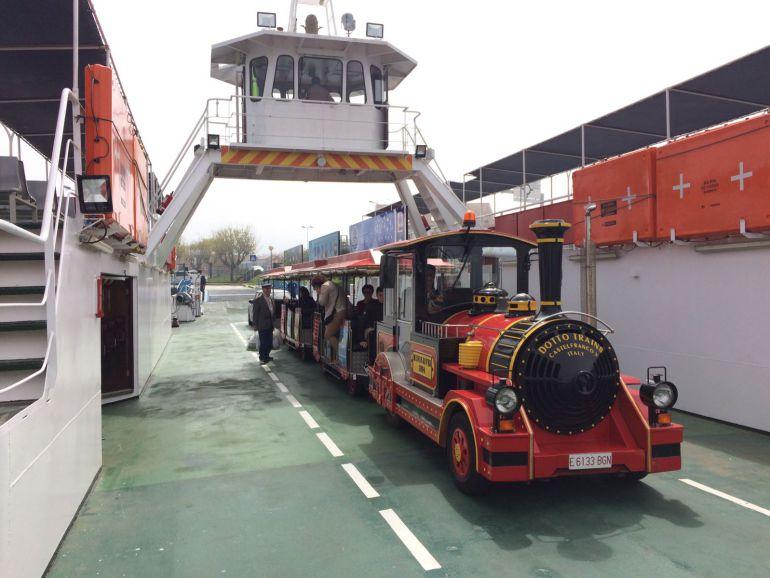 Tren turístico a bordo del ferry A Guarda - Caminha