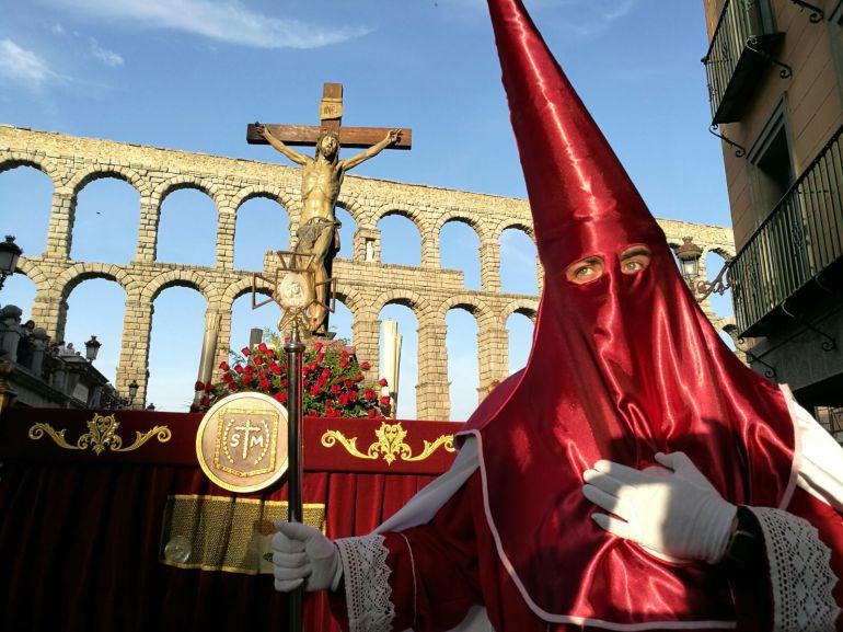 El buen tiempo ha acompañado durante el recorrido de todas las cofradías que han trasladado sus respectivos pasos a la Catedral en la tarde de Jueves Santo.
