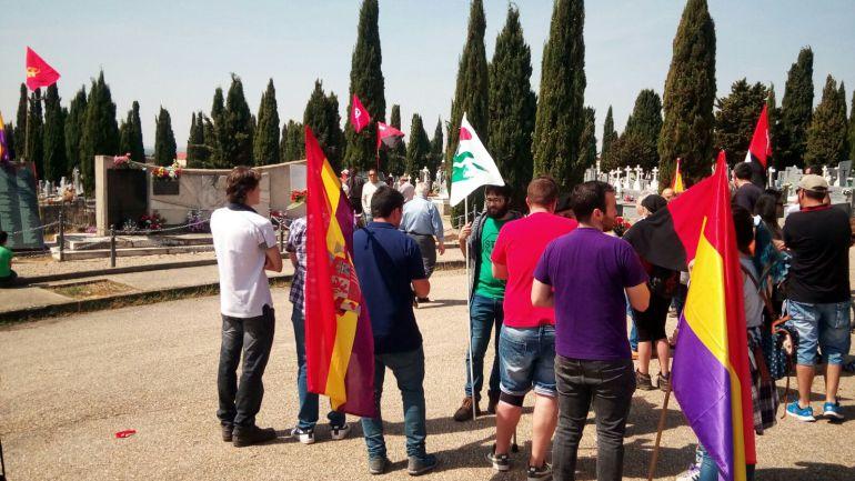 Emotivo homenaje en el monumento en el que reposan los restos de fosas comunes de la Comarca de Aranda y campo de concentración de Aranda