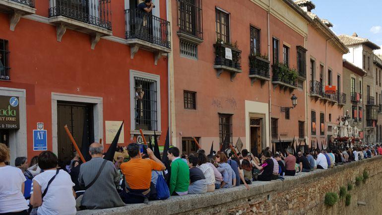 Miles de personas se echaron a la calle en este Jueves Santo para disfrutar de las cinco cofradías que realizaron estación de penitencia
