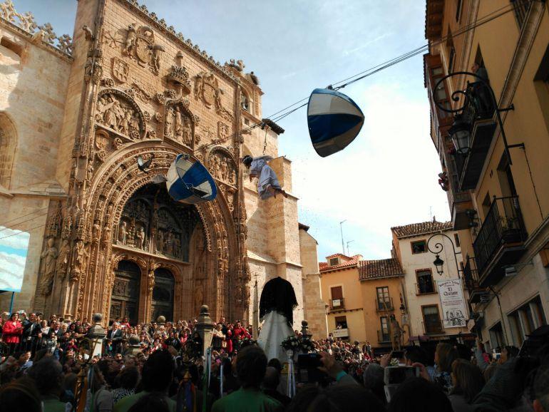 La Bajada del ángel es una tradición centenaria que congrega a miles de personas