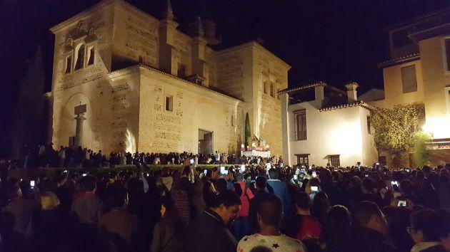 Regreso de la hermandad de la Virgen de la Alhambra (Granada)