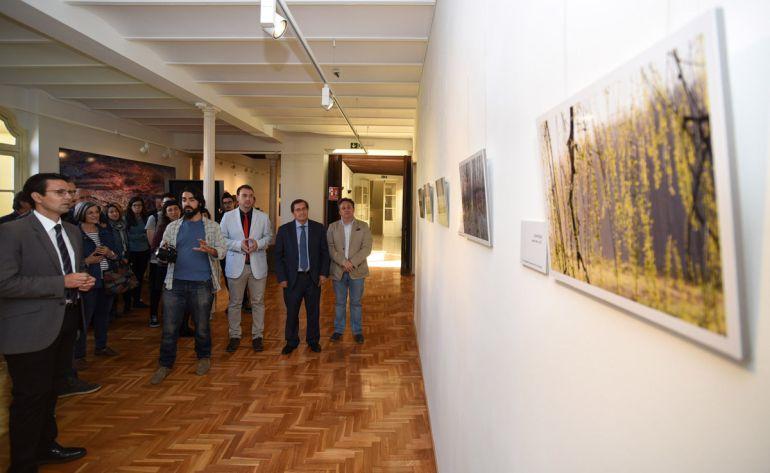 Inauguración de la exposición sobre la Vega de Granada en el Patronato Provincial de Turismo de Granada