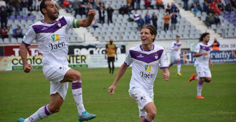 Santi Villa celebra un gol durante el partido de ida frente al Sanluqueño.