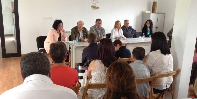 Acto de entrega de premios da primeira edición do concurso de redacción xornalística Mariña Folgueira