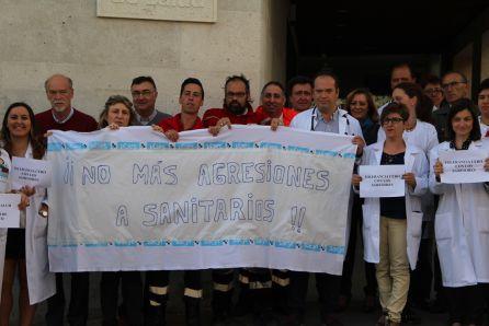 Pancarta y carteles de 'Tolerancia cero contra las agresiones'