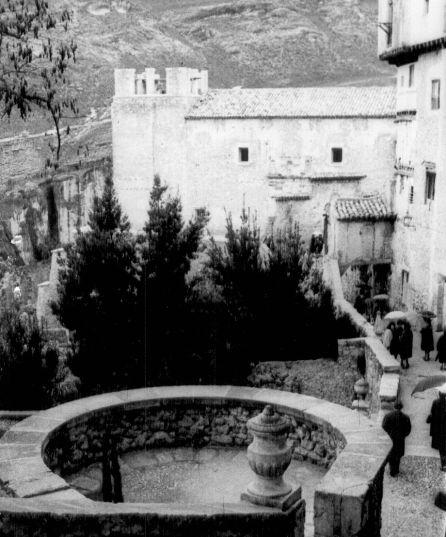 Obras en San Miguel con la torre desmontada.
