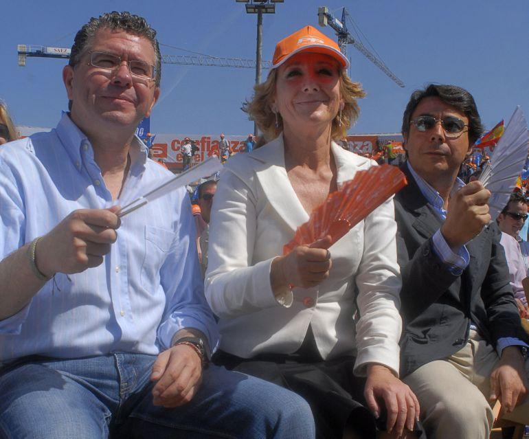 Esperanza Aguirre, acompañada de Ignacio González y Francisco Granados en una imagen del 12 de mayo de 2007.