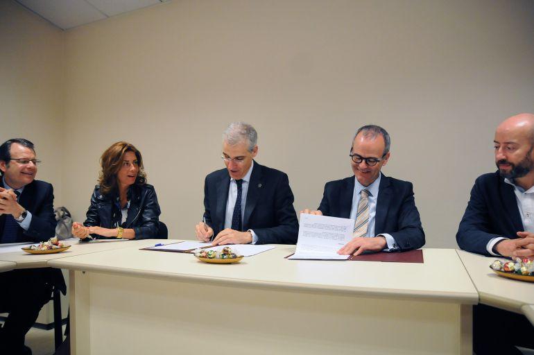 As obras, nas que a Xunta investirá 700.000 euros, permitirán a mellora de pavimentos, iluminación e redes de abastecemento e telecomunicacións.