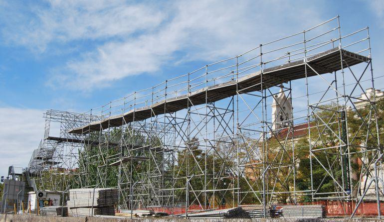 Paso elevado construido por ADIF cuando cerró el paso a nivel de Pilarica