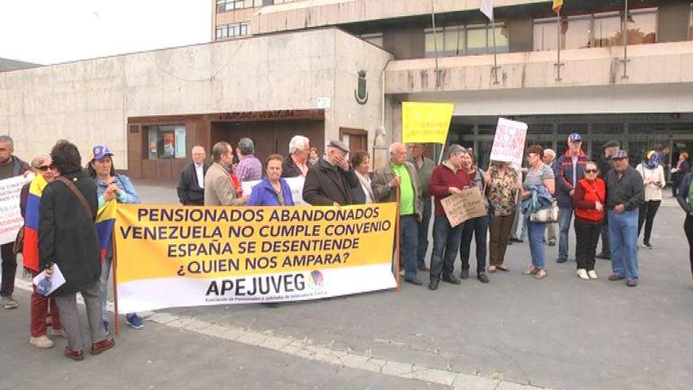 Concentración de los pensionistas de Venezuela en Praza do rei