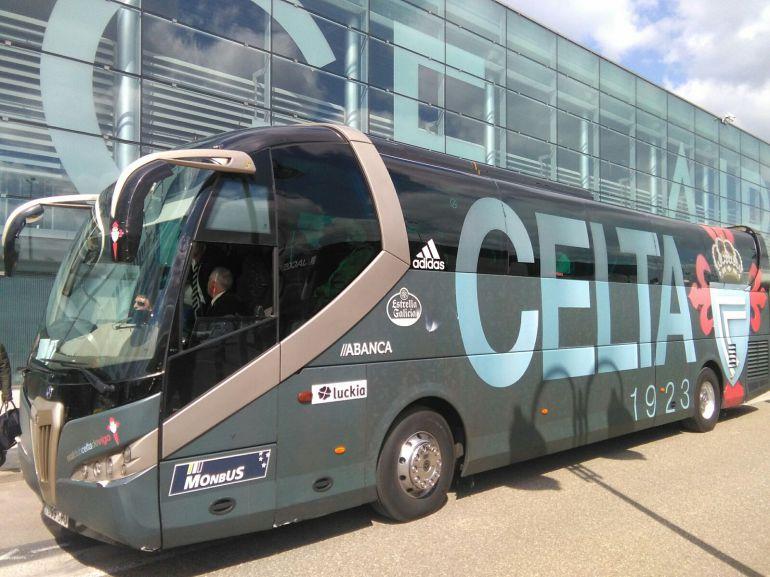 El autobús del Celta en el Aeropuerto de Lieja