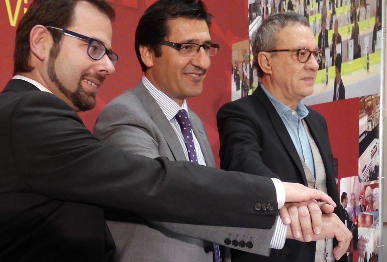 Jose Manuel Caballero, presidente de la Diputación y de Fenavin, con el director, Manuel Juliá y el coordinador institucional, Gonzalo Redondo.