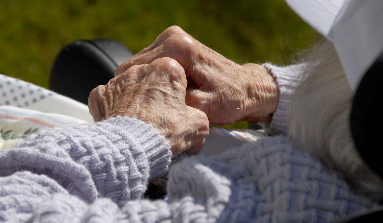 El 72% de los mayores españoles que viven solos son mujeres