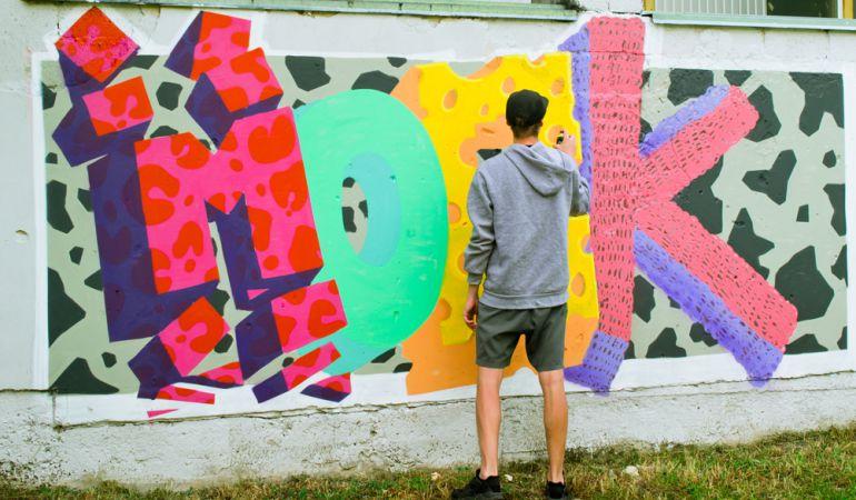 Fuenlabrada tiene tres programas para la limpeza integral de pintadas en la ciudad.