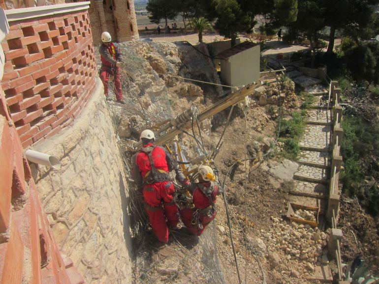 Actuación para asegurar el acceso a la escalinata de acceso peatonal al Castillo La Mola