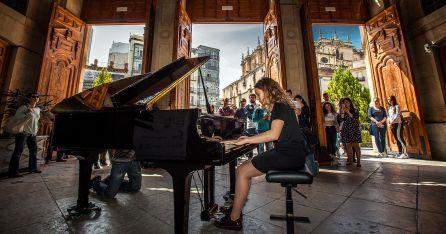 Una de las almunas de un Conservatorio Musical durante el concierto ofrecido en la Diputación.