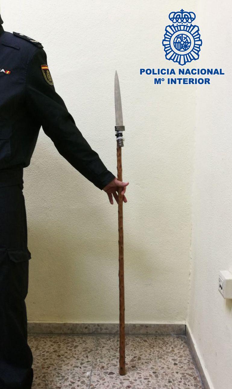 Imagen de la lanza que utilizó el detenido