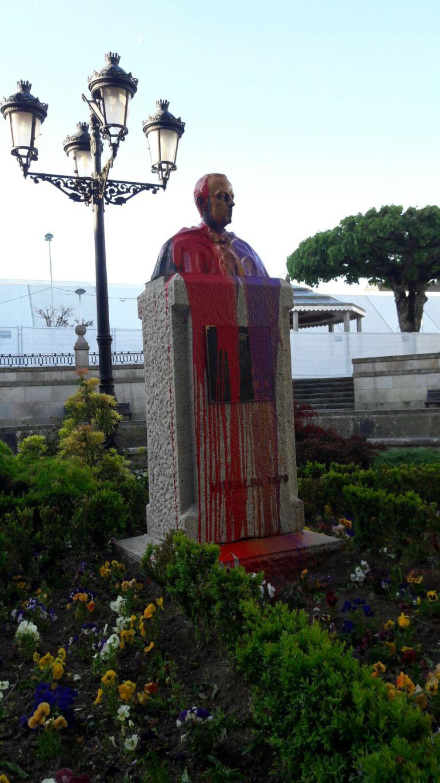 Resultado del último ataque vandálico al busto de Manuel Fraga en Vilalba