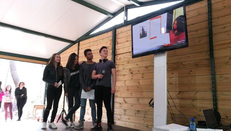 Varios alumnos durante la presentación de su proyecto para la edición de 2017 de Cuál es tu vaca