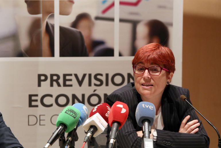Felisa Becerra, autora del informe de coyuntura economica de Caja España Duero