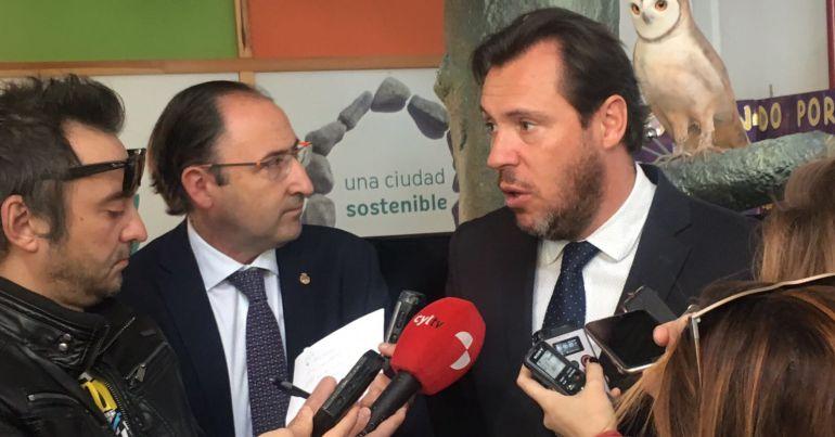El alcalde de Valladolid atiende a los medios en Palencia