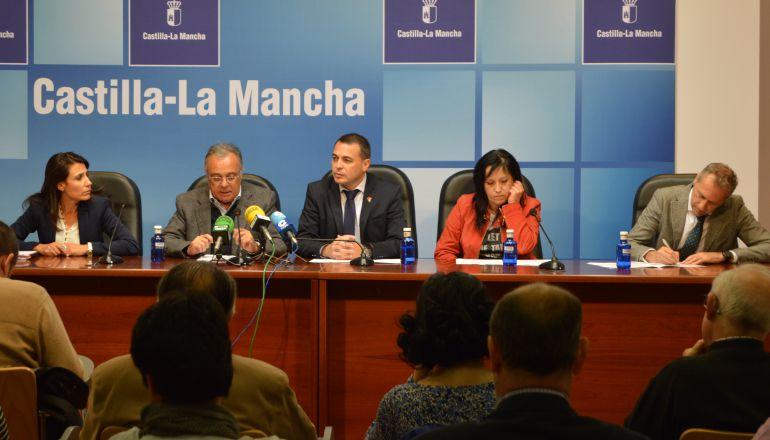 Rueda de prensa de balance del jurado arbitral, con representantes de sindicatos, patronal y gobierno regional