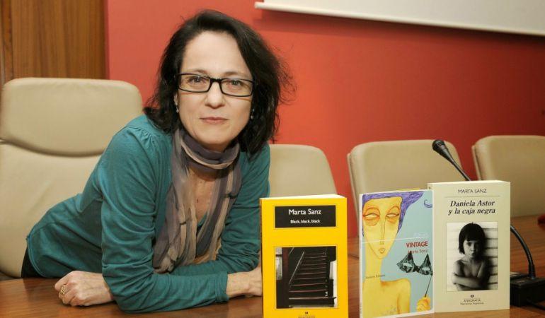 La escritora Marte Sanz inauguró las presentaciones literarias y encuentros con el público de la Lope de Vega entorno al Día del Libro