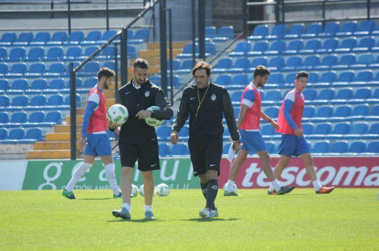 Carlos Luque junto al preparador físico del Hércules CF
