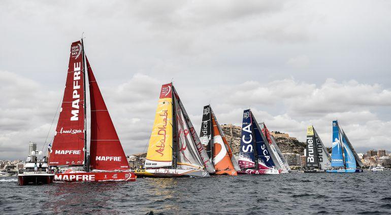 Barcos participantes en la regata in-port de la Volvo Ocean Race 2014-2015