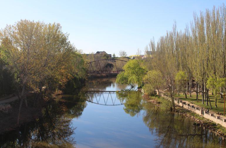 El río Duero a su paso por Aranda de Duero