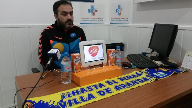 El entrenador de la escuadra ribereña en la rueda de prensa previa al duelo en Valladolid