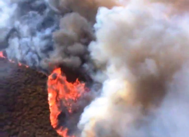 Un agente de las BRIF recogió en un vídeo momentos del incendio como éste.