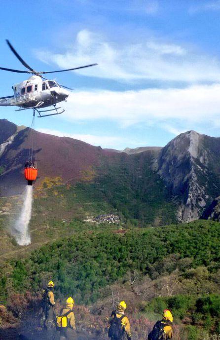 El fuego llega a 3 kilómetros de Peñalba, sin riesgo para el pueblo