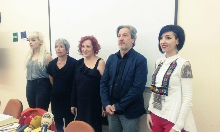 Componentes de la Asociación de Mujeres Progresistas Bercianas y el concejal de Bienestar Social de Ponferrada