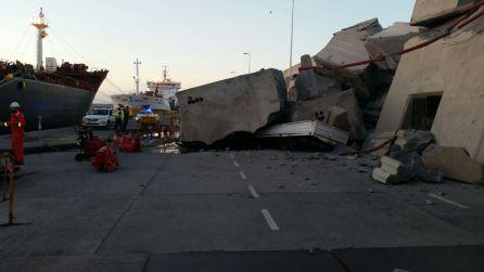Un ferry choca contra el Puerto de La Luz en Gran Canaria