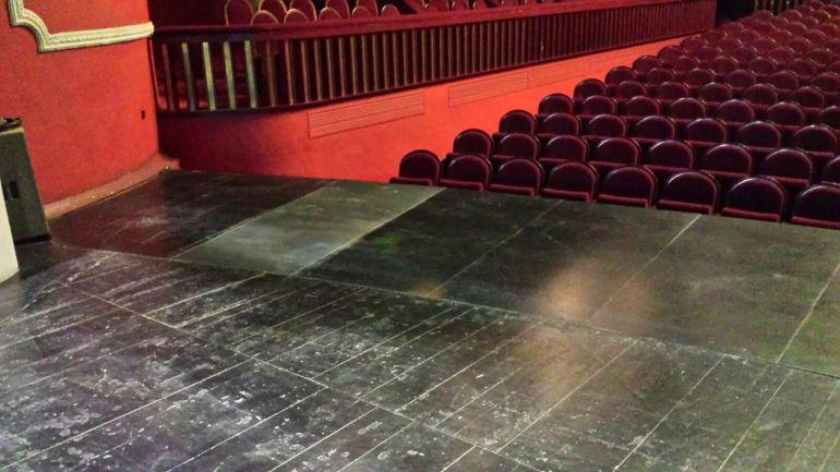Escenario dañado del Teatro Castelar de Elda