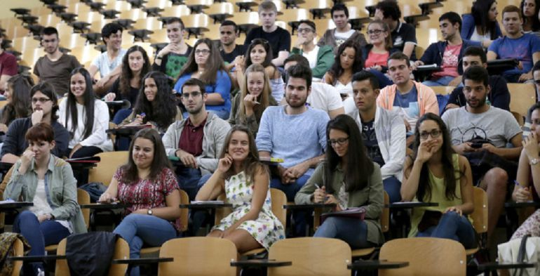 Solo la mitad de los titulados universitarios de Galicia encuentra trabajo