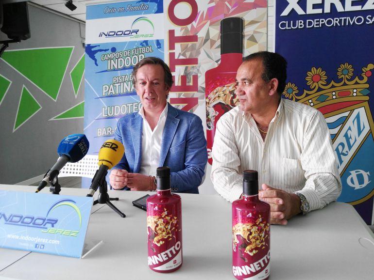 Vicente Vargas junto a José Manuel Anelo, Gerente de las bodegas Álvaro Domecq