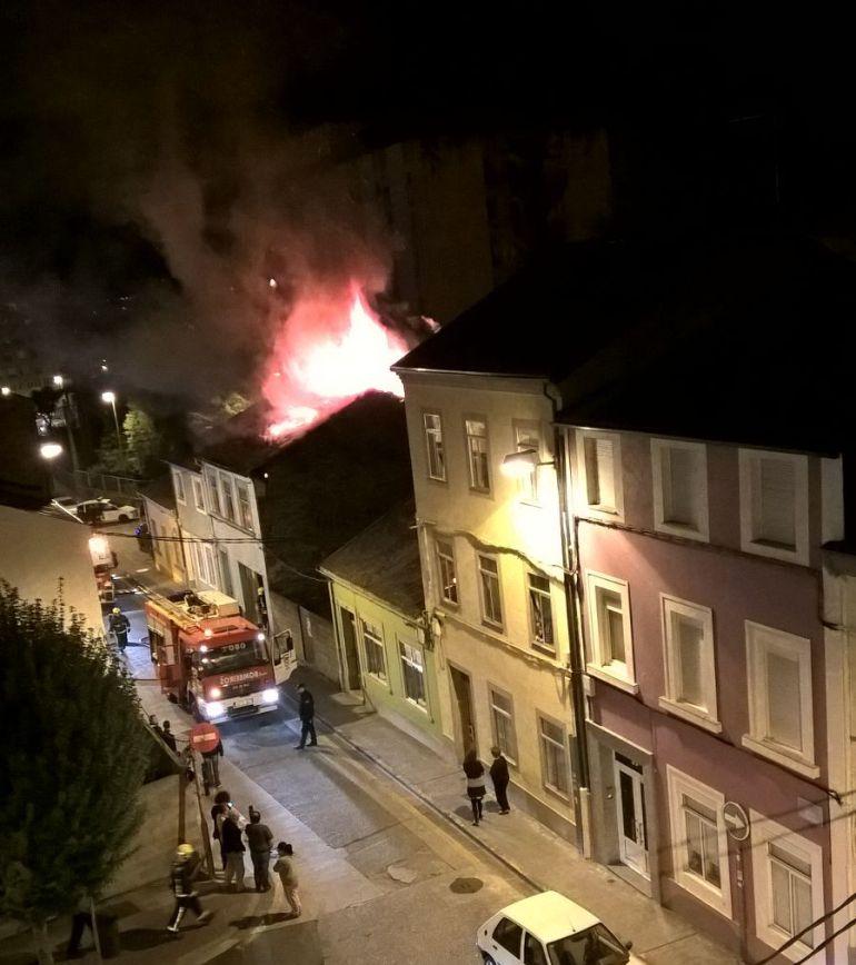 Incendio en una vivienda en Serra Gañidoira, Lugo