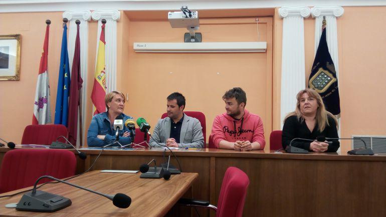 El Club Deportivo de Natación y los responsables de la concejalía de deportes presentan el Trofeo de Natación