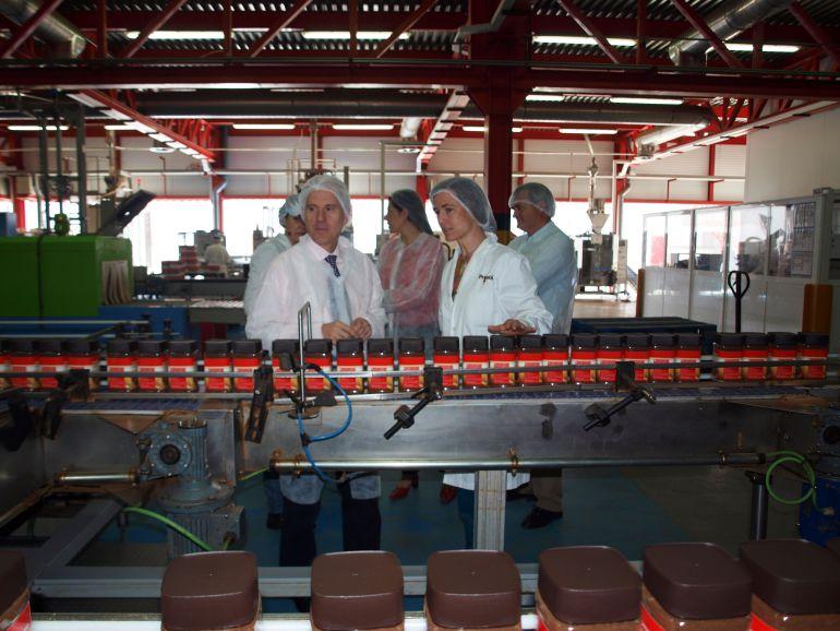 Imagen de una visita del delegado territorial de la Junta a Prosol